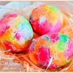 как-красить-яйца-салфетками