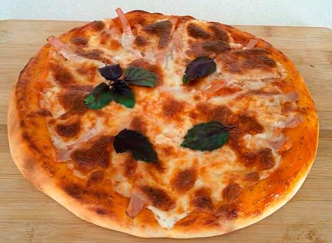 пицца-с-сыром-и-колбасой