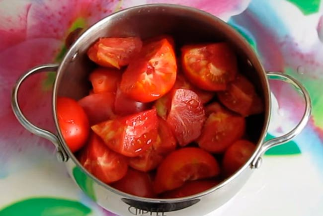 нарезать-томаты