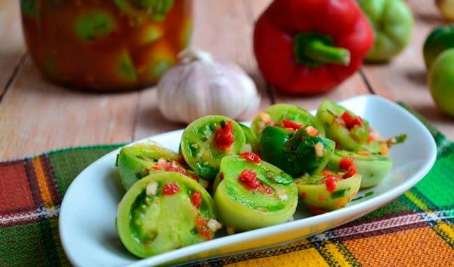 зеленые-маринованные-помидоры