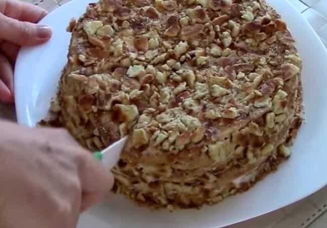 сметанник-на-сковороде-со-сметаной