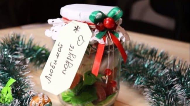 баночка-с-новогодними-сладостями